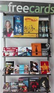 """Pubblicità Torino: Freecards. """"Un distributore all'interno di un locale messo all'altezza degli occhi"""""""